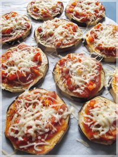 Des pizzas saines et légères, avec une base d'aubergine, miaaam… :) • 1 aubergine (ça marche aussi avec des courgettes ;)) • Un peu de sauce tomate (ou de sauce pesto, ou de sauce poivrons… c'est...