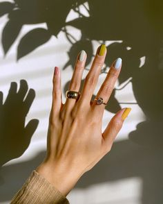 Catching that morning sunshine with Chunky Band ✨ (gifted). There's just something about morning rays that make Mondays a little… Minimalist Nails, Cute Nails, Pretty Nails, Hair And Nails, My Nails, Fall Nails, Mode Lookbook, Stylish Nails, Short Nails
