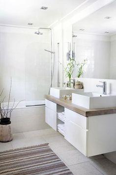 elegantes und modernes Bad in Weiß