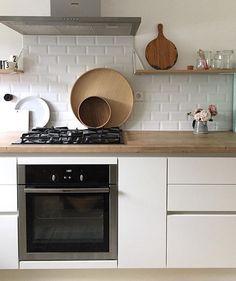 """36 likerklikk, 3 kommentarer – Maze #mazeinterior (@mazeinterior) på Instagram: """"Kitchen inspiration from @hellohighlife ✨Our Pythagoras shelves are used in such a creative way -…"""""""