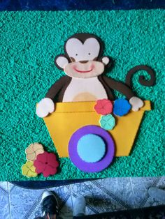 Mono en Goma eva