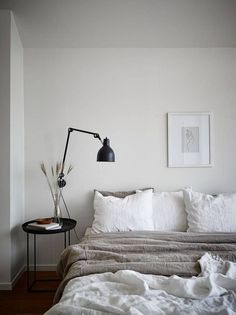 Japanese bedroom design ideas are supposed to resemble Japanese lifestyle, and are tolerably wealthy next specific patterns and unusual objects. To start with, Japanese people try to bring plants insi Home Decor Bedroom, Minimalist Bedroom Design, Japanese Bedroom, Modern Bedroom, Minimalist Bedroom, Home Decor, Minimal Bedroom, Small Bedroom, Home Bedroom
