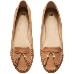 H&M Loafers with tassels (260 UYU) ❤ liked on Polyvore featuring shoes, loafers, flats, sapatos, zapatos, flat shoes, tassel flats, h&m loafers, loafer shoes and loafer flats