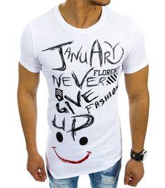 Biele asymetrické tričko s potlačou. Vyrobené z mäkkého, na dotyk príjemného materialu. Potlač na prednej strane. Okrúhly dekolt. Absolutný hit pre túto sezónu. Pohodlný strih. Ideálne na každý deň.