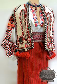 #Ukrainian #embroidered #folk costume, Snyatin, Ukraine. Украинский народный…