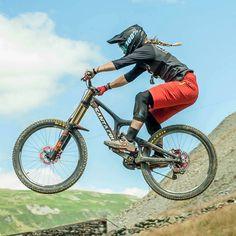 Freeride Mountain Bike, Moutain Bike, Mountain Biking Women, Mountain Bike Trails, Downhill Bike, Mtb Bike, Bicicletas Cannondale, Bike Photo, Bicycle Girl