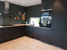 Kitchen Interior, New Kitchen, Kitchen Dining, Kitchen Cabinets, Küchen Design, House Design, Dark Green Walls, Bright Kitchens, Dream Apartment