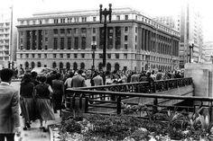 1950 - Viaduto do Chá. Ao fundo o edifício Alexandre Mackenzie.