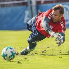 Neuer Best Football Players, Football Soccer, Soccer Ball, Fc Hollywood, Soccer Poses, Dfb Team, International Football, Sport Quotes, Goalkeeper