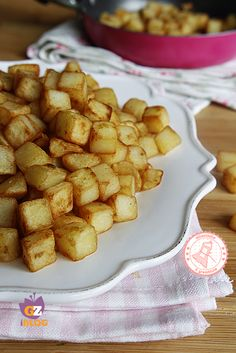 DADOLATA DI PATATE IN PADELLA Potato Recipes, Veggie Recipes, Low Carb Recipes, Cooking Recipes, Creative Food, Italian Recipes, Food And Drink, Yummy Food, Favorite Recipes