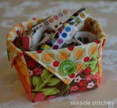 Seaside Stitches: Fabric Box Tutorial. Excellent instructions - very clear.