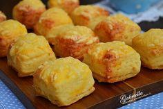Gabriella kalandjai a konyhában :): Hajtogatott sajtos-túrós pogácsa Hungarian Recipes, Pretzel Bites, Muffin, Bread, Baking, Breakfast, Cakes, Food, Morning Coffee