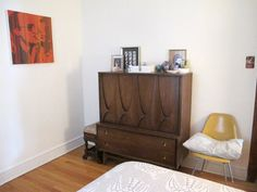 Katie & Toby's Artful Edgewater Apartment (8 Years Later...)