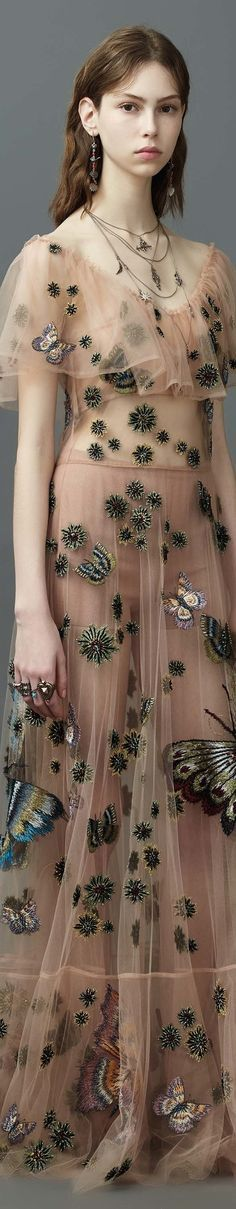 🌹😍Valentino resort 2017 vogue This dress is gorgeous! Just wish the model ate a little more so it would look better on her. Moda Fashion, Fashion Week, Fashion 2017, Couture Fashion, Runway Fashion, High Fashion, Fashion Show, Fashion Looks, Fashion Design