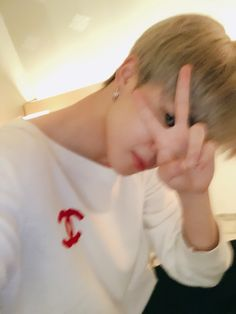 Image uploaded by 𝐈 𝐬𝐭𝐢𝐥𝐥 𝐰𝐨𝐧𝐝𝐞𝐫. Find images and videos about kpop, bts and jungkook on We Heart It - the app to get lost in what you love. Taehyung Selca, Bts Jimin, Bts Bangtan Boy, Bts Boys, Jimin Cute Selca, Park Ji Min, Foto Bts, Bts Photo, Mochi
