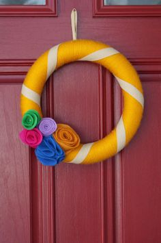 Old House to New Home : Yarn Wrapped Wreath with Felt Flowers Tutorial