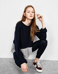 Sudadera bajo camisa volantes. Descubre ésta y muchas otras prendas en Bershka con nuevos productos cada semana
