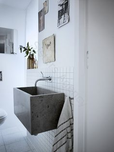 bathroom with concrete basin Beton Design, Bad Inspiration, Bathroom Inspiration, Concrete Basin, Concrete Cement, Concrete Cake, Poured Concrete, Polished Concrete, Home Decoracion