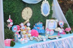 Great party decor for cinderella themed party Cinderella Party Food, Cinderella Baby Shower, Cinderella Theme, Cinderella Birthday, Disney Princess Party, Princess Birthday, Cinderella Musical, Gold Birthday, Princess Bridal Showers