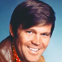 """Glen Campbell (aka Glen Travis Campbell) - ) American country music singer, guitarist, television host, actor - Inducted into Country Music Hall of Fame 2005 - Known for """"Rhinestone Cowboy"""" and """"Southern Nights: - In June Campbell annou Old Country Music, Country Western Singers, Country Musicians, Country Music Artists, Country Music Stars, Folk Music Artists, Country Bands, Country Guys, Vintage Country"""