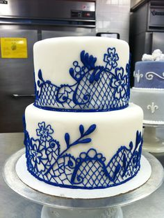 China Pattern inspired wedding cake. I piped all by hand :)