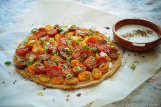 KNUSPERKABINETT: Vegane und glutenfreie Pizzarustica ai Pomodorini (mit Kichererbsenboden und Cashewsauce)