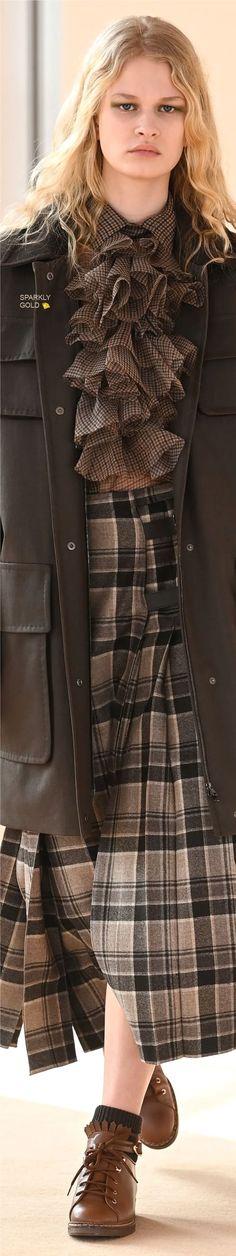 Max Mara Fall 2021 RTW Classic Style Women, Fashion Updates, Rain Wear, Coat Dress, Max Mara, Couture Fashion, Catwalk, Fall Winter, Feminine