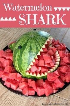 This Watermelon Shark will be the talk at your next party Sweet and delicious it is the perfect summertime snack and so easy to create Inspirational Momma Snacks Für Party, Luau Party, Pool Party Foods, Luau Snacks, Party Sweets, Party Games, Ben E Holly, Shark Party, Boy Birthday Parties
