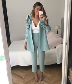 Quería compartir con vosotras la pasada de traje que me hizo Lucía, sigo enamorada de él😍 -Paula #fashiondesigner #invitadaperfecta #inlove Suit Fashion, Look Fashion, Hijab Fashion, Fashion Dresses, Womens Fashion, Fashion Design, Fashion Trends, Elegant Outfit, Elegant Dresses