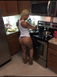 ALEXANDERLV$T BLOG  NOW THIS IS HOW YOU SUPPOSED TO COOK LADIES TAKE NOTES   Submit your pics ladies. Note: You can ask me to post your pics anonymously. Email: theloveoflust.co@gmail.com Twitter / IG: @m0n3yjust