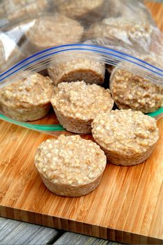 Steel cut oatmeal is tasty, but takes so long! -Oatmeal Hack My obsession for quick breakfasts and my love for steel-cut oats do not go hand in hand, that is, until this. Breakfast And Brunch, Breakfast Recipes, Breakfast Ideas, Frozen Breakfast, Brunch Food, Breakfast Muffins, Good Food, Yummy Food, Tasty