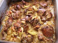 Jednoduché, rýchle, chutné. Moji kamaráti, ktorí ochutnali kuraciu pečeň na tento spôsob (skoro moravský vrabec) mi povedali, že inú už ani robiť nebudú. Pečeň je mäkká, chutná a cibuľa s výpekom je geniálna na čerstvom chlebíku nielen pre chlapov :-) Slovak Recipes, Meat Recipes, Baking Recipes, Chicken Recipes, Dessert Recipes, Meat Chickens, No Cook Meals, Food Inspiration, Pork