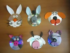 Me pidieron un Móvil para el Proyecto de Animales Domésticos, y me puso a volar… Crafts With Cds, Cd Crafts, Craft Stick Crafts, Bottle Crafts, Diy And Crafts, Crafts For Kids, Arts And Crafts, Paper Crafts, Rainy Day Crafts