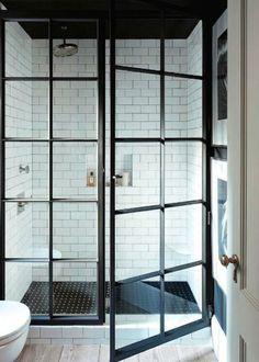Industrial windows in the bathroom / Verrière : une cloison vitrée dans la salle de bain - Marie Claire Maison