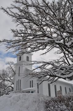 One of the Churches at the corner of Main, entering the village of Northport NY. Even special in winter. West Coast Canada, My Father's House, Church Pictures, Long Island Ny, Winter Photos, Chapelle, Island Girl, Place Of Worship, Winter Scenes