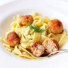 Salmon and cod meatballs with pasta in creamy dill sauce Creamy Dill Sauce, Polish Recipes, Dried Tomatoes, Seafood, Favorite Recipes, Pasta, Lunch, Dishes, Cooking