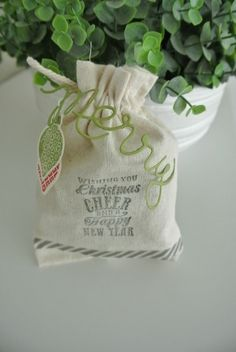 Mini Muslin Bag, Expressions Thintilts die, Christmas Message Stampin' Up! More info: www.miriam-cardsandscrapping.blogspot.nl