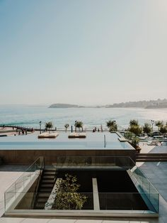 A modern hotel in Spain with a variety of levels dedicated to outdoor spaces and an infinity edge swimming pool. Transformers, Design A Space, Relax, Simple Pictures, Roof Deck, Interior Design Studio, Exterior Design, Outdoor Spaces, Swimming Pools