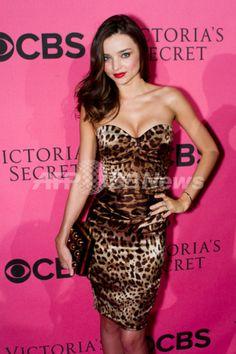 米カリフォルニア州で開催された「ヴィクトリアズ・シークレット(Victoria's Secret)」の2011年ファッションショー鑑賞記念パーティに出席したモデルのミランダ・カー(Miranda Kerr、2011年11月29日撮影)。(c)PRPhotos.com/Samuel Womack ▼16Jan2013AFP|英国女性、ミランダ・カーのファッションブランドを期待 http://www.afpbb.com/articles/-/2920782?pid=10107575 #Miranda_Kerr