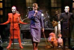 David Bowie avec Joey Arias et Klaus Nomi interprétant The Man Who Sold THe World à Saturday Night Live, 1979.