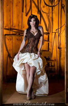 Custom Size Brown and Ivory Steampunk Burlesque Under Bust corset with train prom dress by Glamtastik USDThis listing is not a ready to ship dress. Steampunk Cosplay, Steampunk Mode, Style Steampunk, Steampunk Dress, Gothic Steampunk, Steampunk Clothing, Steampunk Fashion Women, Steampunk Wedding Dress, Steampunk Couture