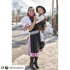 Dvojka na parádu  veľká inšpirácia ...  #praveslovenske od @reb.krupova  #slovensko #liptov #slovakia #folk #folklor #folklore #folkstyle #folkdress #ornaments #tradicie #traditions #traditional #kroj #kroje #child #beauty #folkfashion #fashion #history