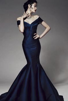Obsessed with this navy blue gown from Zac Posen Pre-Fall 2014