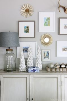 Idea for the wall in the dining room Easy Christmas Decorating Ideas - The Inspired Room House Tour