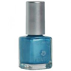 Натуралният лак за нокти на Avril, предлаган от shopthebest.eu, притежава интензивен цвят и блясък. Внимание: Този продукт не е био сертифициран.