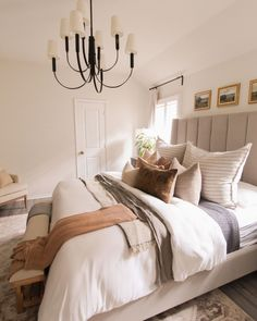 Linen Bedroom, Cozy Bedroom, Bedroom Decor, Big Pillows, Elegante Designs, First Home, Decoration, Sweet Home, Interior Design