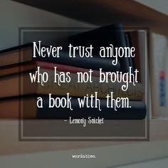 J'essaye de sauver tous mes livres parce que quand je les regarde c'est comme si j'étais un voyageur dans le temps et en les lisant je peux retourner à différentes années de ma vie.