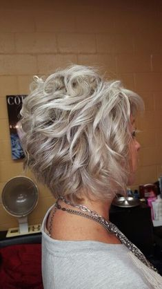 Icy blonde haircolor - New Site Short Hair With Layers, Layered Hair, Short Curly Hair, Short Hair Cuts, Short Wedding Hair, Pixie Cuts, Older Women Hairstyles, Cool Hairstyles, Short Shag Hairstyles