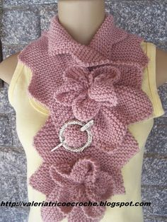 Valéria Fashion: Turtleneck with flowers - trico Crochet Ruffle Scarf, Bonnet Crochet, Lace Scarf, Crochet Scarves, Crochet Shawl, Knit Crochet, Baby Knitting Patterns, Lace Knitting, Knitting Stitches