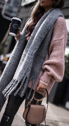 cozy outfit inspiration / grey scarf + pink sweater + bag + jeans